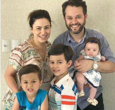 Diz a minha amiga Lu Alves que Deus nos mandou amar e multiplicar. Ela levou super a sério! Hehehe. Família linda, né, gente?