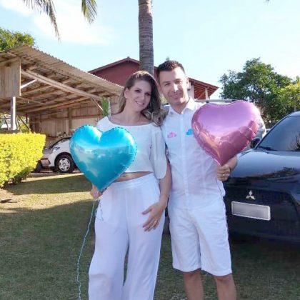 Renata Raycik e o maridão descobriram que vão ganhar um príncipe em seu chá de revelação! Parabéns, casal. Quer dizer, família...