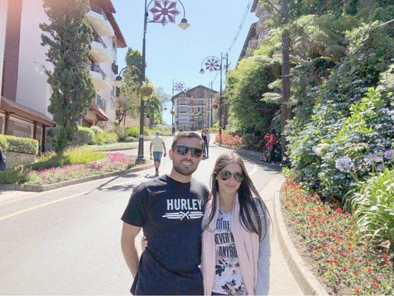 Carol Batista curtindo o clima de Natal, em Gramado, com seu namorado Diego